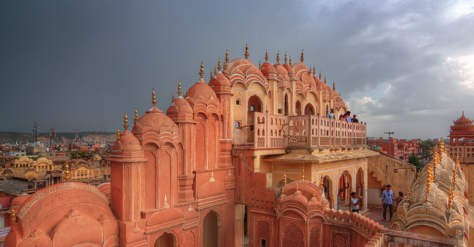 800px-Hawa_Mahal_on_a_stormy_afternoon