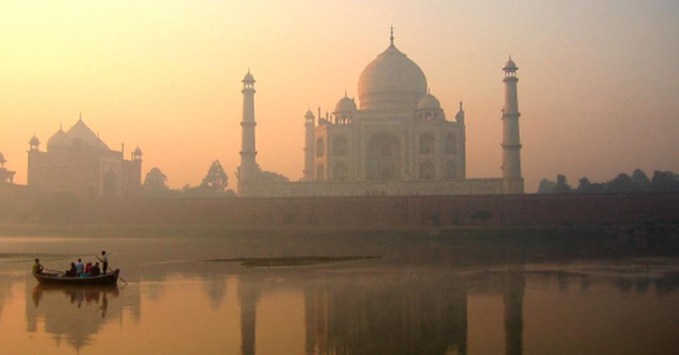 Taj_Mahal_reflection_on_Yamuna_river_Agra2